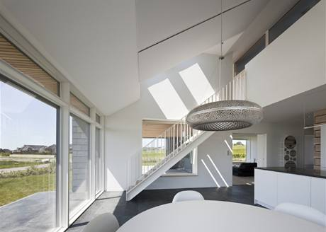 Plocha oken tvoří 40 procent podlahové plochy, běžně to bývá 20 až 25 procent