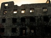 Zbytky jedn� ze �t�bn�ch budov sov�tsk� raketov� jednotky na Libav�.