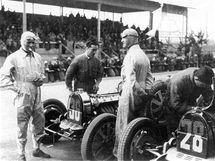 Varzi (č.36) a Chiron(č.28) oba na vozech Bugatti (r.1931)