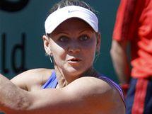 Lucie Šafářová v souboji s Dokičovou v prvním kole Roland Garros 2010.