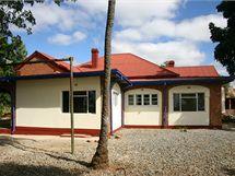 Farma ve městě Gweru, na které hospodaří někdejší zimbabwské prostitutky. Na snímku hlavní budova, kde bude mít kanceláře organizace GWAPA, jež vede projekt na pomoc prodejným ženám. V budově se budou konat semináře, ale bude tam i testovací klinika