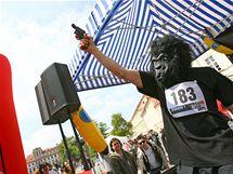 Start Běhu pro gorily na Hradčanském náměstí 22. května 2010.