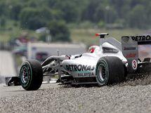 Michael Schumacher se během kvalifikace Velké ceny Turecka ocitl mimo trať.