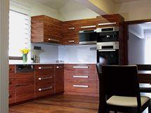 Kuchyně v podobě L nabízí dostatek místa