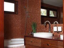 I ve velké koupelně byla použita mozaika Bisazza
