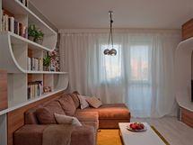 Vobývací části regulují množství světla kromě žaluzií i záclony