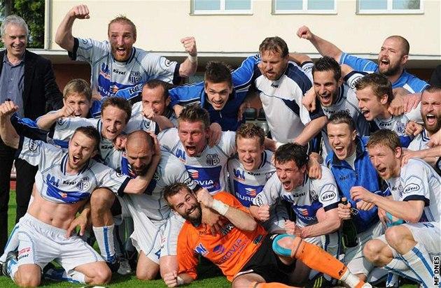 Fotbalisté Ústí si postup do ligy nále�it� vychutnali.