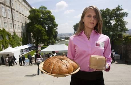 Uvítání chlebem a solí? Nejen v krojích při reprezentování lidových zvyklostí, ale i mezi gurmány.