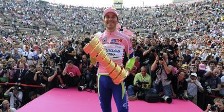 Zraky fanoušků i fotografů se upínají na Ivana Bassa, vítěze Giro d'Italia.
