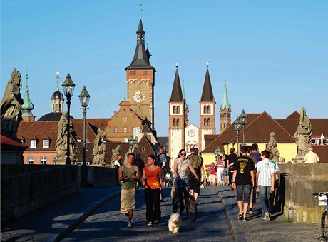 Německo, Mohanská cyklostezka, Alte Mainbrücke ve Würzburgu