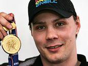 Hokejový obránce Ondřej Němec se zlatou medailí z MS 2010