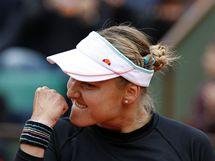Ruska Naďa Petrovová a její vítězné gesto po úspěšném zápase s Američankou Venus Williamsovou.