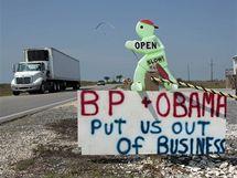 Nápis demonstrující proti přístupu společnosti BP a prezidenta Obamy k ropné katastrofě v Mexickém zálivu, jak ho někdo postavil v Grand Isle v Louisianě (29. května 2010)