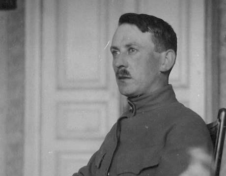 Legionář Jan Fišer, otec Egona Bondyho, v roce 1917 v Kyjevě