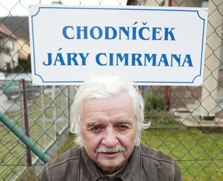 Ladislav Smoljak při slavnostním otvírání tišnovského chodníčku Járy Cimrmana