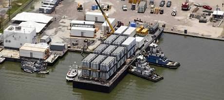 V takzvaných flotelech mají být ubytovaní pracovníci, kteří budou pracovat na odklízení ropných skvrn v Mexickém zálivu. (31. května 2010)