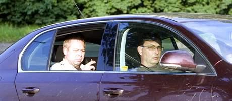 Vlivnou buňku ODS v Praze 10 reprezentovali i starosta desáté městské části Vladislav Lipovský (vpravo) a tajemník úřadu MČ Praha 10 Martin Slavík. (29. května 2010)