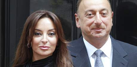 Ázérbájdžánský prezidentský pár Mehriban a Ilham Alijevovi.