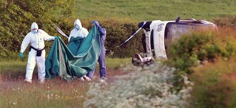Britští vyšetřovatelé na místě vraždy poblíž Seascale (3. června 2010)