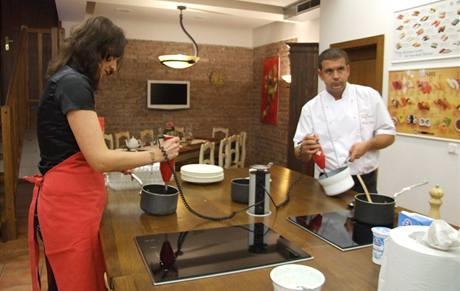 Příprava vanilkové omáčky