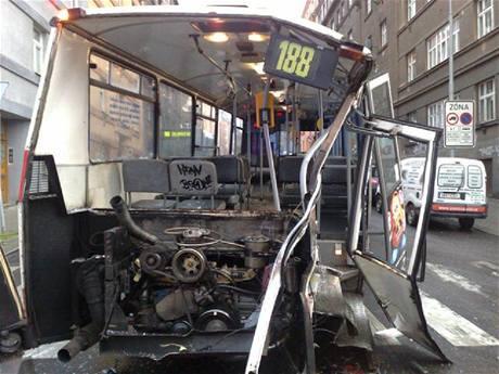 Nehoda tramvaje a autobusu v Nuslích (8.6.2010)