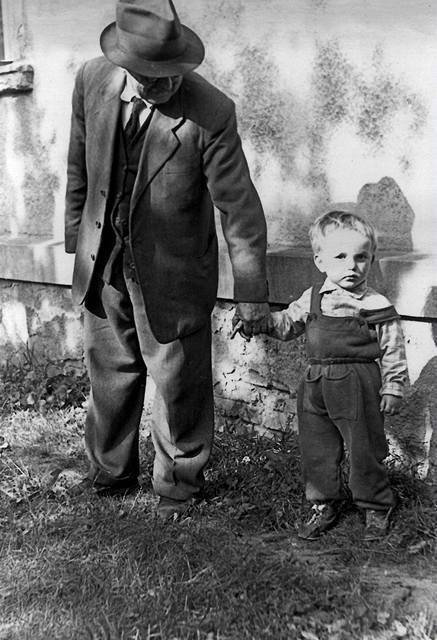 Jan Fišer se Zbyňkem Fišerem; Praha, Podolí 16, října 1961