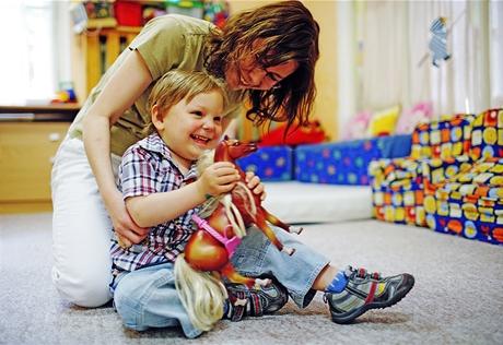 """Honzík se svou """"tetou"""" v Dětském centru v Krči"""