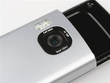 Recenze Nokia 6700 slide detail