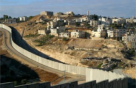 Zeď oddělující Izrael (vlevo) a Palestinu.