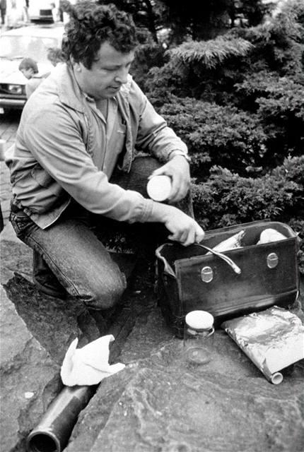 Bomba na Staroměstském náměstí v Praze. (2. června 1990)