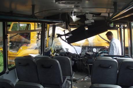 Nehoda autobusu a nákladního auta v Paskově