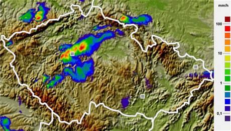 Srážky nad v úterý 8. června ve 20 hodin