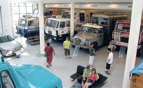 Nákladní vozy Tatra vítězily opakovaně v rallye Paříž – Dakar. Je jim věnována jedna velká místnost. Ke každé kabině vedou schůdky, kterými lze nahlédnout dovnitř.