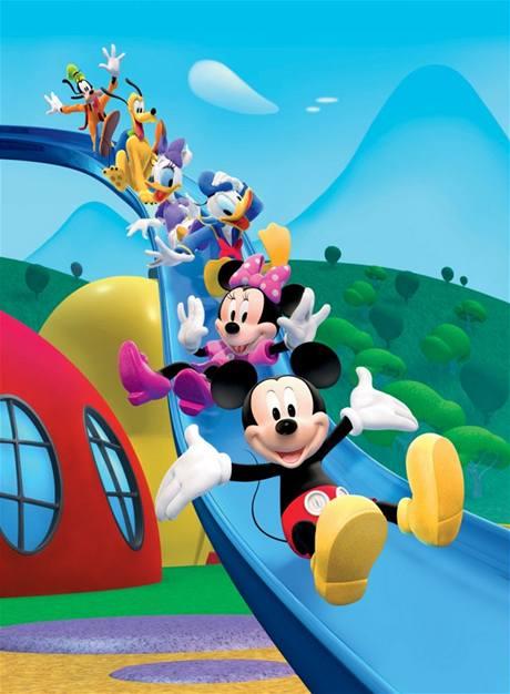 Hlavní aktéři seriálu Mickeyho klubík na skluzavce.