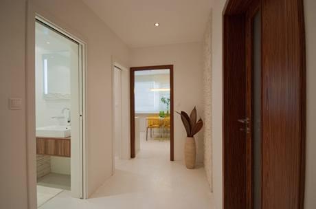 Do koupelny a na záchod vedou posuvné dveře, chodbou lze procházet bez problémů