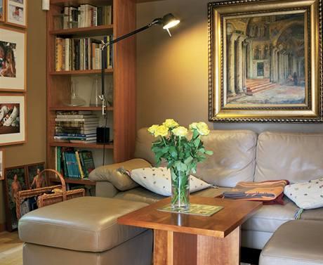 Dřevo v kombinaci s teplými barevnými odstíny najdete všude v domě