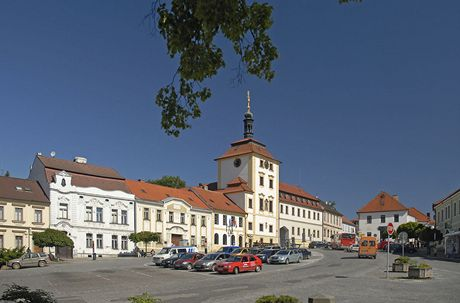 Na kole dolním Posázavím. Náměstí v Jílovém u Prahy