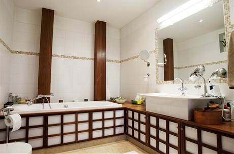 Vkusně zařízená koupelna je součástí každé ze tří ložnic