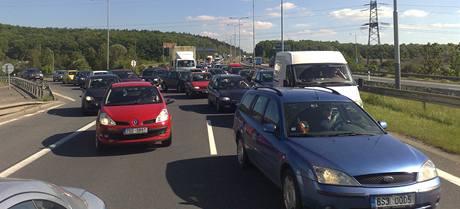 Nehoda favoritu způsobila v Praze mnohakilometrovou kolonu