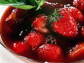 Jahody s balsamikovým octem.