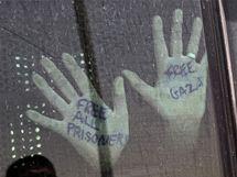 Deportovaní aktivisté z Izraele. (2. června 2010)