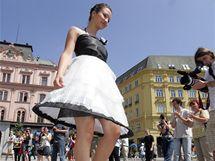 Modní přehlídka netradičních modelů na náměstí Svobody v Brně.