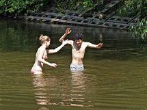 Teplé počasí nalákalo Brňany k vyčištěné přehradě.