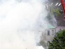 Po výbuchu plynu v dolnorakouském Sankt Poeltenu záchranáři pátrají po pěti lidech (3. června 2010)