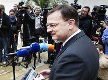 Lídr ODS Petr Nečas při setkání s novináři po jednání s prezidentem Václavem Klausem na Pražském hradě. (3. června 2010)