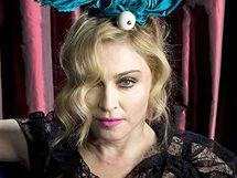 Nevyretušované fotografie zpěvačky Madonny pro reklamní kampaň Louis Vuitton.