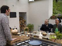 Ochutnat Manovy italské dobroty (letní minestrone a smažák po italsku) přijde Patrik Hezucký s kolegyní z rádia.