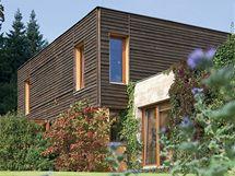 Dům byl postaven z materiálu Ytong, zvenku i zevnitř je částečně obložen dřevem