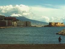 Vesuv z Via Caracciolo v Neapoli