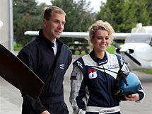 Česká Miss World 2010 Veronika Machová s akrobatickým pilotem Martinem Šonkou